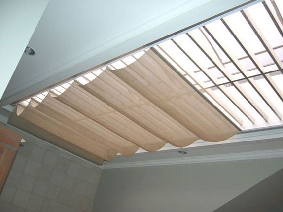 Skylight Blinds consist of horizontal layer of Blind on the glass ...